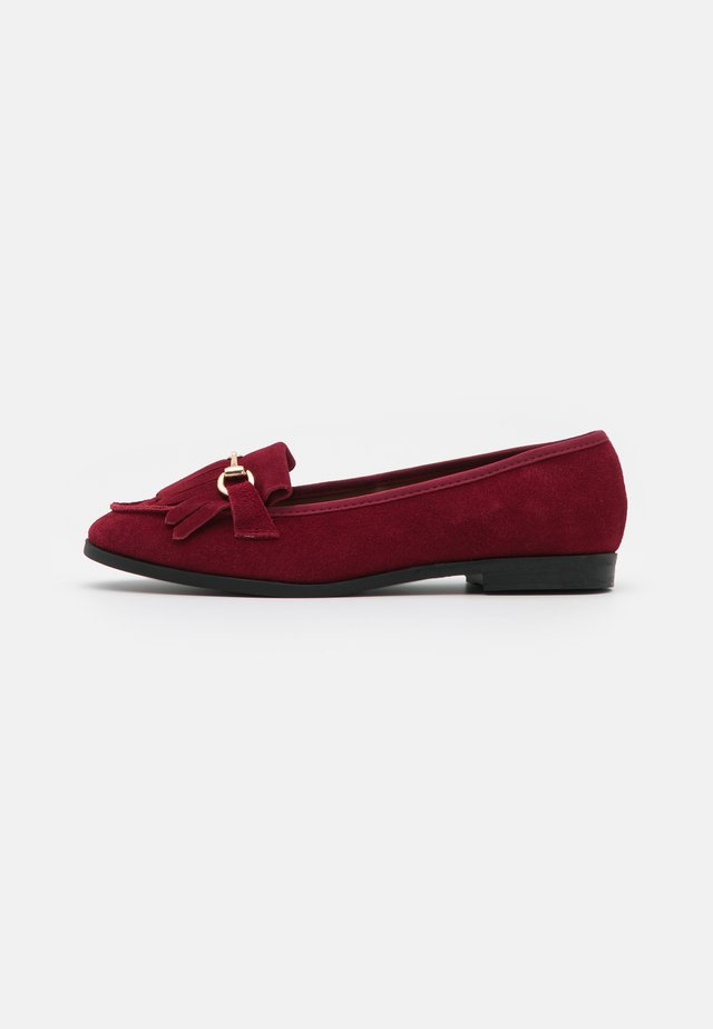 WIDE FIT FRINGE LOAFER - Slip-ins - oxblood