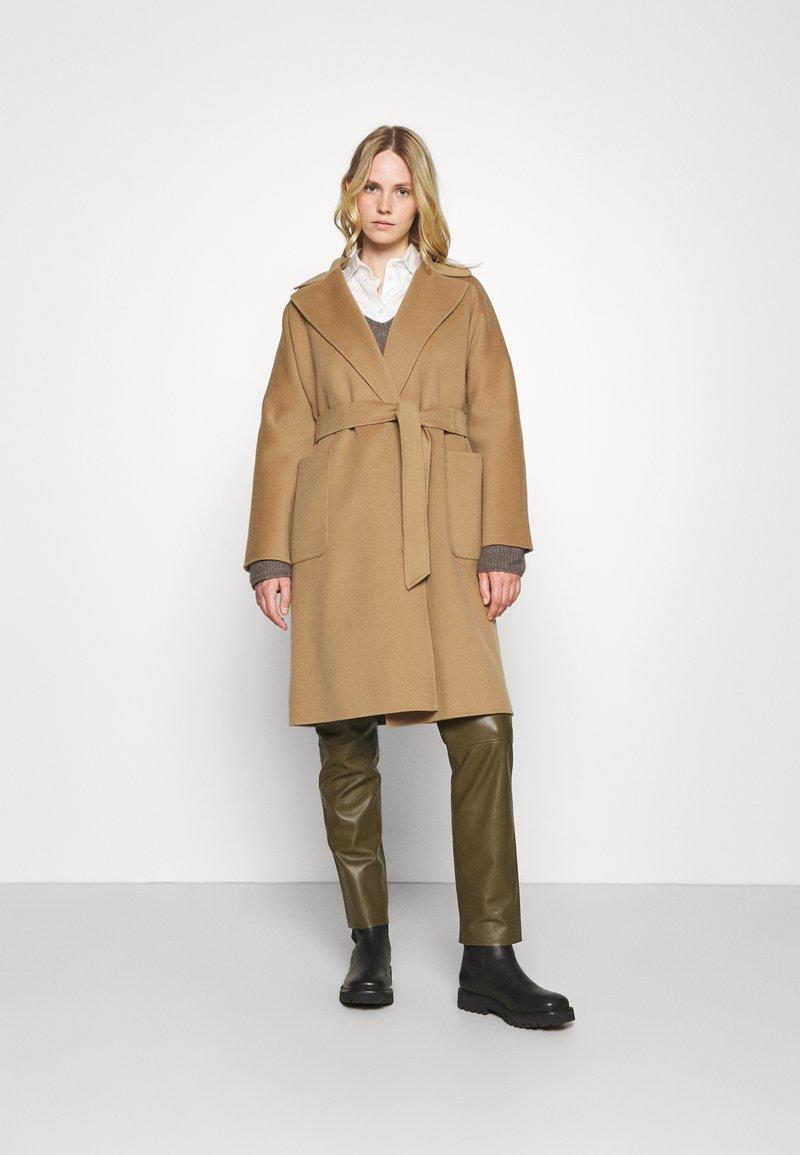 WEEKEND MaxMara - ROVO - Classic coat - camel