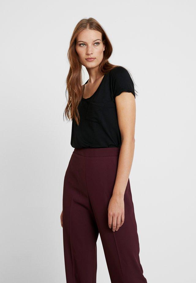 NEW CLEAN TWIST - Basic T-shirt - black