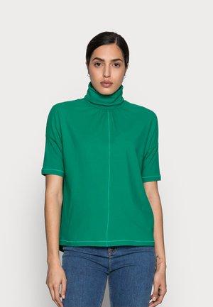 BARRY ROLLNECK - T-shirt z nadrukiem - grass green