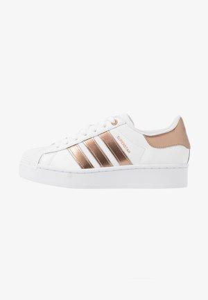 SUPERSTAR  - Sneaker low - footwear white/copper metallic