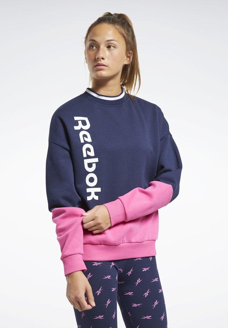 Reebok - TRAINING ESSENTIALS LOGO CREW SWEATSHIRT - Sweatshirt - blue