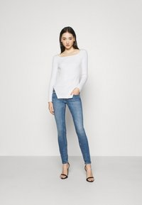 NA-KD - CUT OUT - Jumper - off white - 1