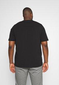 Tommy Hilfiger - T-shirt med print - black - 2