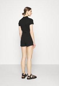 Vero Moda - VMARIA - Shorts - black - 2