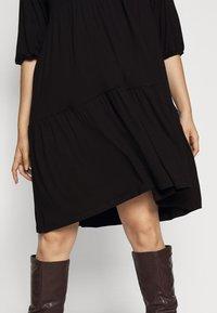Dorothy Perkins Curve - V NECK SMOCK - Jersey dress - black - 4