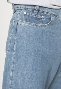 Vintage Supply - TROUSERS - Straight leg jeans - light wash - 5