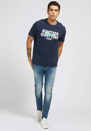 Print T-shirt - mehrfarbig, grundton blau
