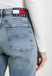 Tommy Jeans - IZZIE SLIM ANKLE - Slim fit jeans - denim light - 3