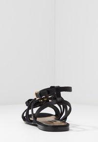 Versace - Sandály s odděleným palcem - black - 4