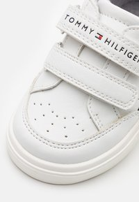 Tommy Hilfiger - Baskets basses - white/blue - 5