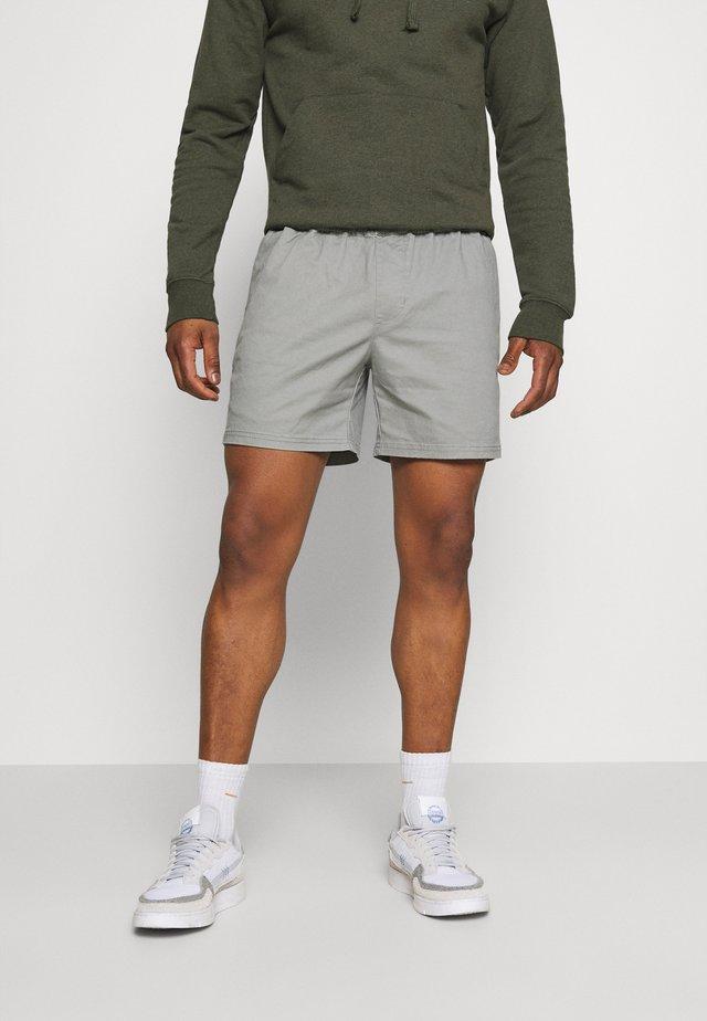 CASUAL - Shortsit - grey