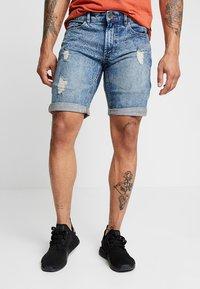 Redefined Rebel - OSLO DESTROY - Denim shorts - frozen blue - 0