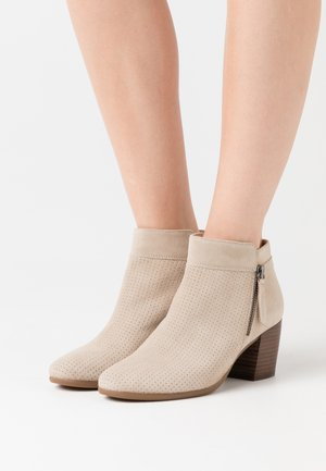 NEW LUCINDA - Botines bajos - light taupe
