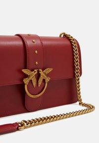 Pinko - LOVE CLASSIC ICON SIMPLY SETA - Across body bag - ruby red - 4