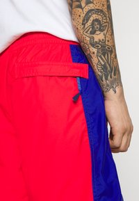 The North Face - HYDRENALINE WIND - Shorts - horizon red/blue - 4