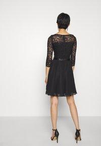 Swing - Cocktailkleid/festliches Kleid - schwarz - 2