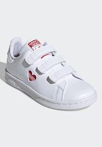 adidas Originals - STAN SMITH CF C PRIMEGREEN ORIGINALS SNEAKERS SHOES - Sneakers laag - white/vivid red - 1