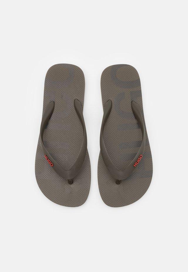 ONFIRE - Sandály s odděleným palcem - dark green
