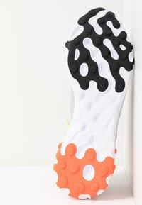 Nike Sportswear - REACT - Sneakersy niskie - white/black/bright crimson/universe gold - 5