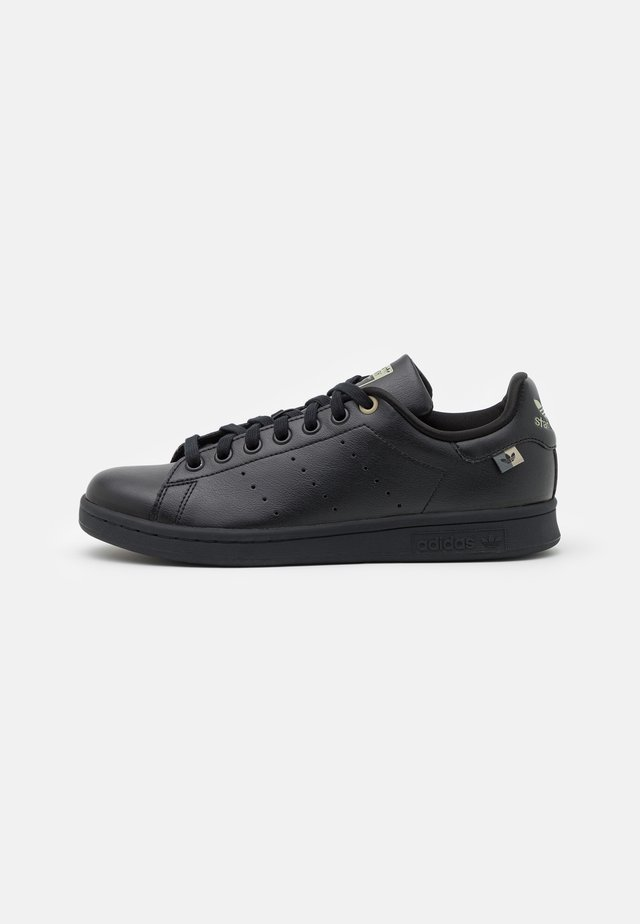 STAN SMITH UNISEX - Sneakers basse - core black/blue oxide/feather grey