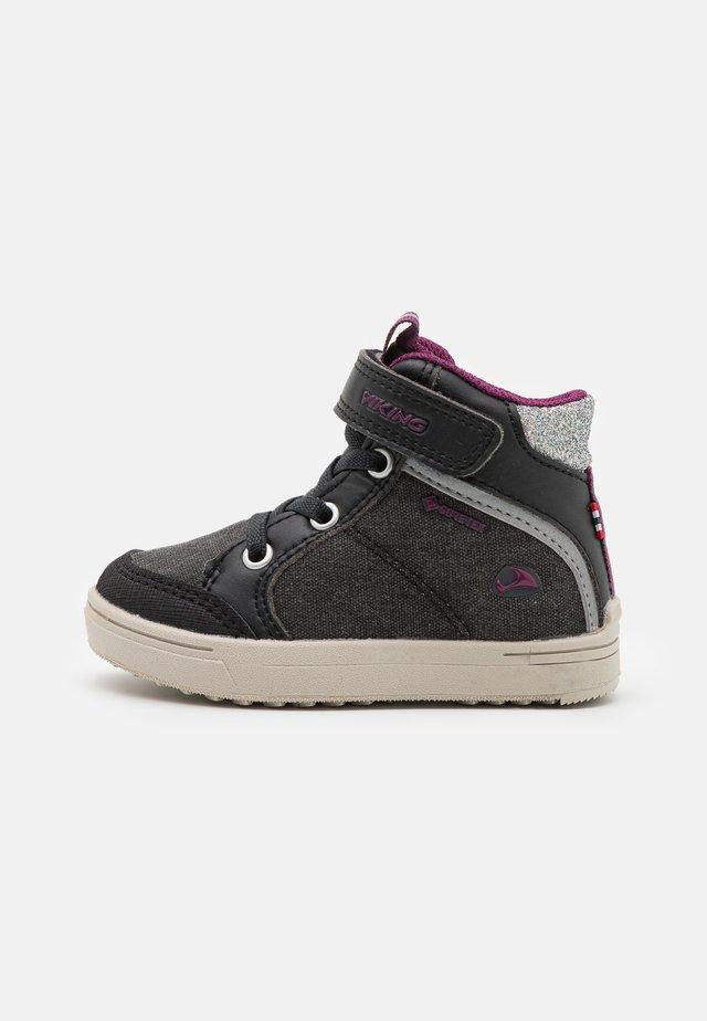 LAILA MID GTX - Obuwie hikingowe - black/dark pink