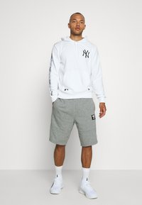 New Era - MLB TAPING HOODY NEW YORK YANKEES - Club wear - white - 1