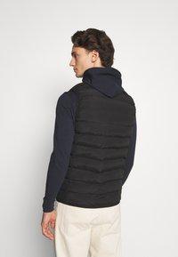 Gym King - CORE GILET - Vest - black - 2