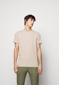 Les Deux - NØRREGAARD - Basic T-shirt - light brown - 0