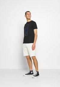 CLOSURE London - SCRIPT 2 PACK  - Teplákové kalhoty - khaki/stone - 1