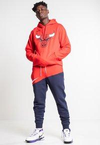 Nike Sportswear - Træningsbukser - university red/obsidian/white - 1