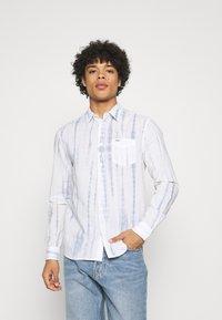 Wrangler - LS 1 PKT SHIRT - Shirt - white - 0