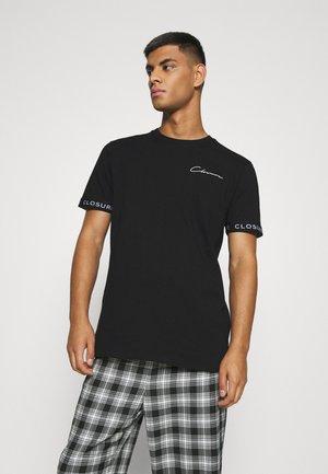 BRANDED CUFF TEE - Print T-shirt - black