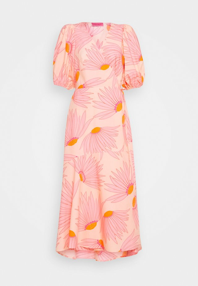 GRAND DAISY WRAP DRESS - Day dress - light guava juice