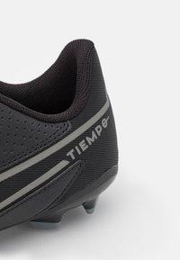Nike Performance - JR. TIEMPO LEGEND 9 CLUB FG/MG UNISEX - Voetbalschoenen met kunststof noppen - black/iron grey/metallic bomber gry - 5
