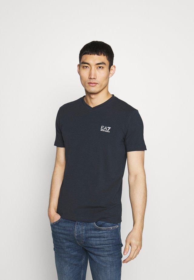 V NECK - T-shirt print - blu notte