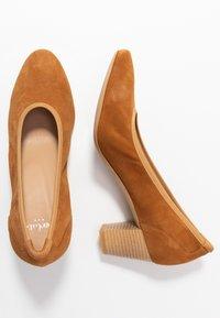 PERLATO - Classic heels - camel - 3