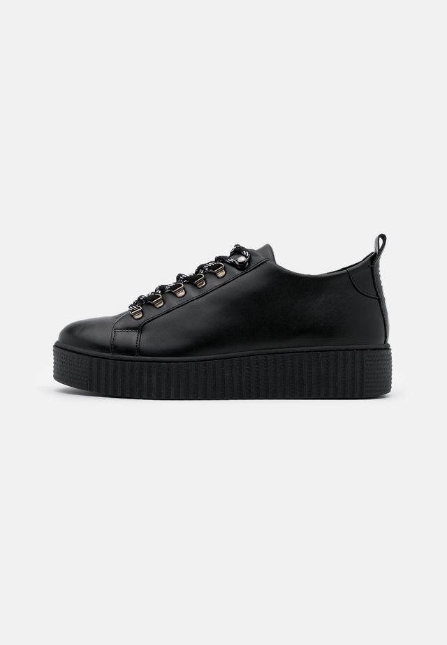 BURMEL HIKE  - Zapatillas - black