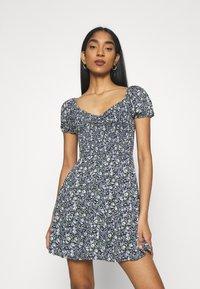 Hollister Co. - CHAIN SHORT DRESS - Vestito estivo - navy pattern - 0