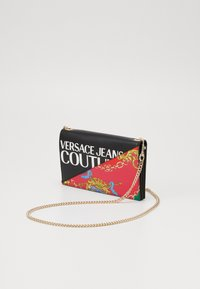 Versace Jeans Couture - CHAIN WALLET ON STRAP BAROQUE LOGO - Borsa a tracolla - nero - 3