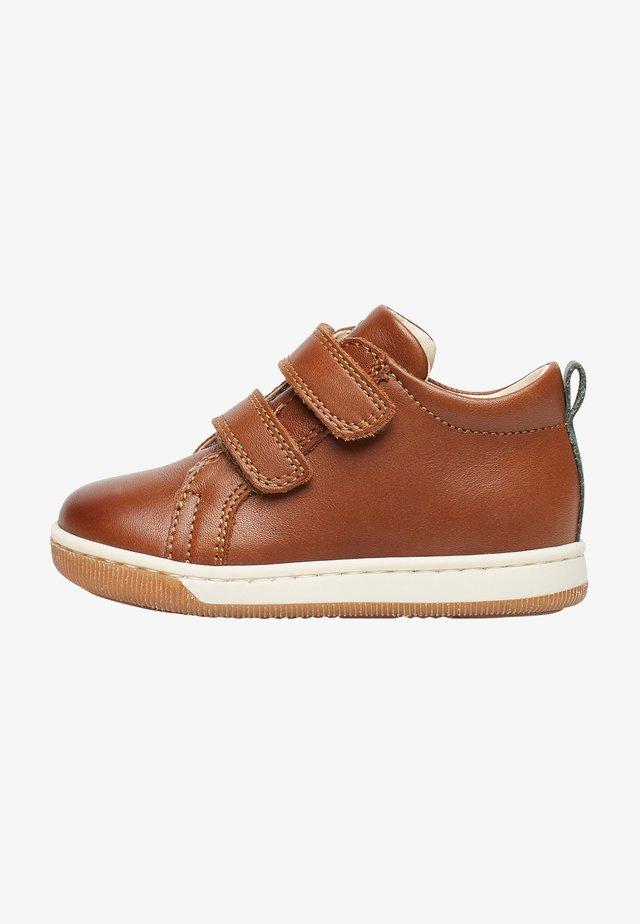 HALEY VL - Chaussures premiers pas - braun