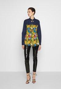 Versace Jeans Couture - LADY SHIRT - Button-down blouse - mult scuri - 1
