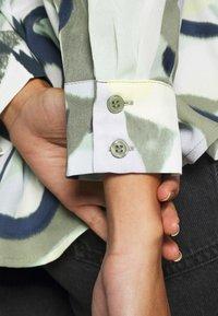 Monki - ASSA BLOUSE - Button-down blouse - khaki green/dusty light khakiart - 5