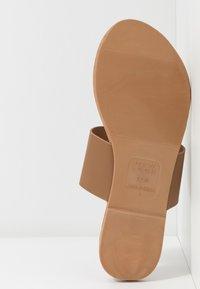New Look - FANCY - Sandály s odděleným palcem - tan - 6