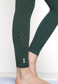 ONLY Play - ONPJAVO CIRCULAR TIGHTS - Medias - darkest spruce - 5
