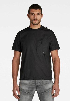 WOVEN ZIP POCKET LOOSE - Print T-shirt - dk black