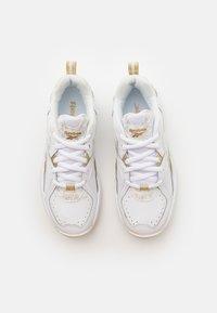 Reebok - XEONA UNISEX - Zapatillas de entrenamiento - white/gold metallic - 3