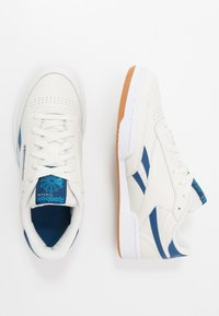 Reebok Classic - CLUB C REVENGE - Joggesko - chalk/blue/white - 1