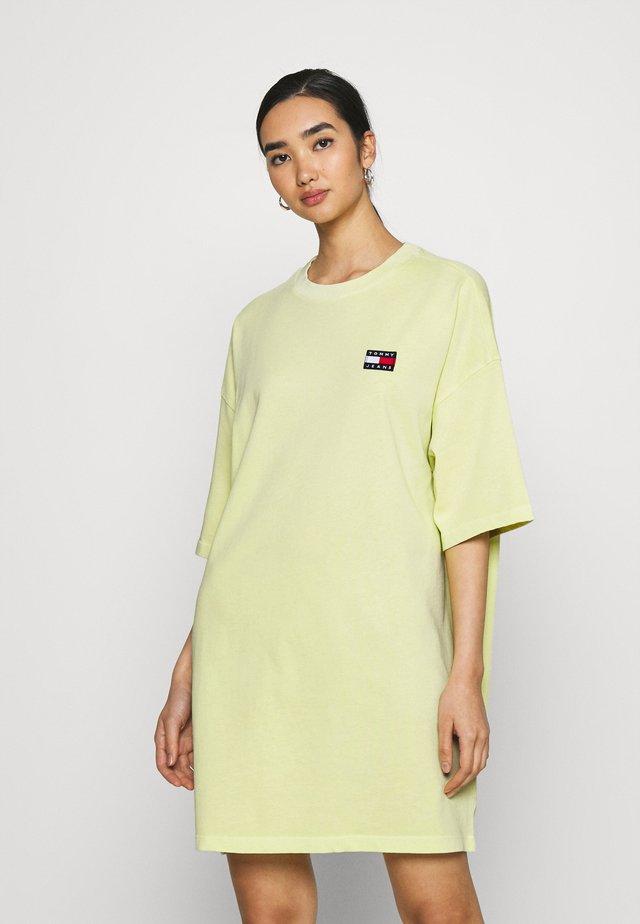 OVERSIZED BADGE TEE DRESS - Korte jurk - faded lime