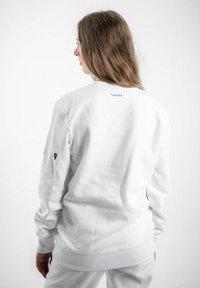 PLUSVIERNEUN - MÜNCHEN - Sweatshirt - white - 2